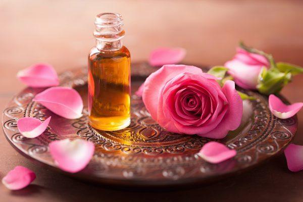 ローズアロマとバラの花