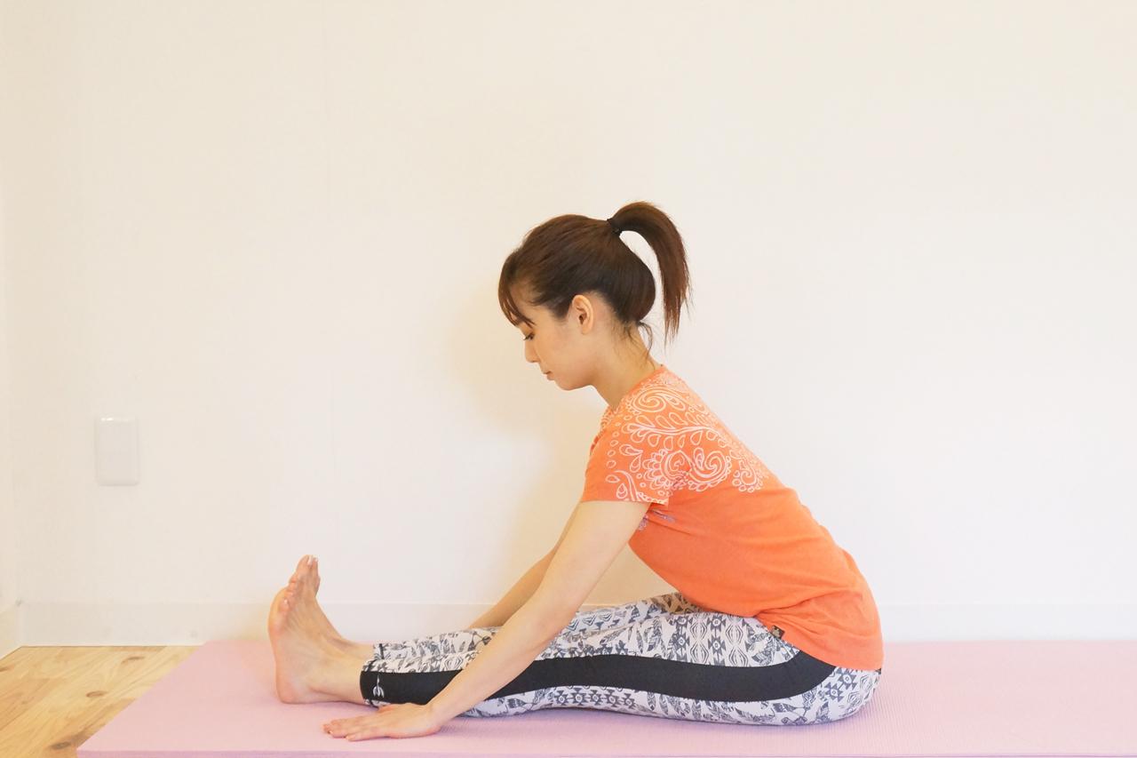 背骨を伸ばしながら前屈の状態