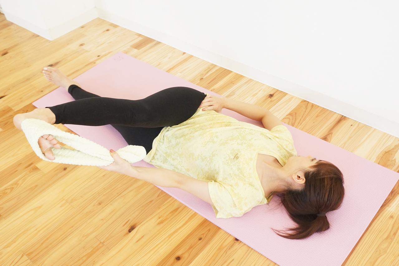 寝位の中臀筋のストレッチ