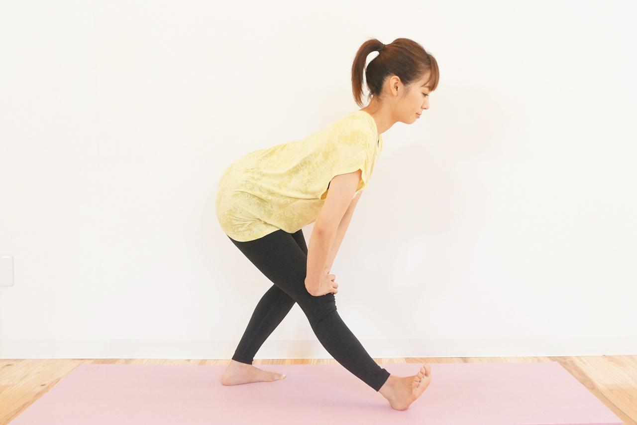 立位の半腱様筋・半膜様筋のストレッチ